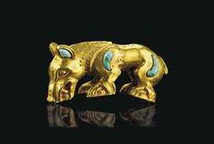 A SCYTHIAN GOLD ZOOMORPHIC HANDLE SOUTHERN URALS, CIRCA 4TH CENTURY B.C.