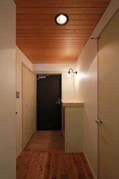 ENTRANCE/エントランス/玄関/天井/木板貼り/フィールドガレージ/FieldGarage INC./リノベーション