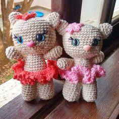 Gatinhas para duas irmãzinhas amorzinhos.  Padrão #lillellispattern #amigurumi #babytoys #babytoy #crochet #croche #semprecírculo #gatinhos #miau #aceitoencomendas #lovecroche #artesanato
