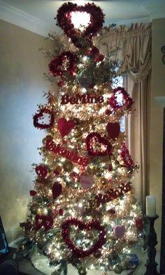 Valentine's tree! Christmas Tree Images, Holiday Images, Holiday Tree, Christmas Tree Decorations, Christmas Holidays, Christmas Crafts, Xmas, Valentine Tree, Valentine Day Love