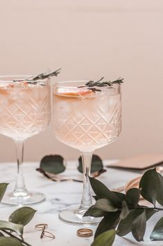 Gin and tonic with grapefruit & rosemary