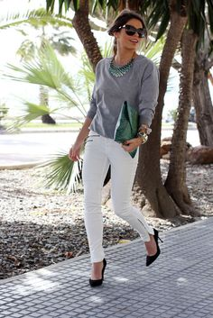 Our ideal outfit for everyday - white jeans or denim, gray sweatshirt, green clutch and accents Fashion Mode, Work Fashion, Fashion Looks, Womens Fashion, Fashion Trends, Lolita Fashion, Fashion Bloggers, Mode Chic, Mode Style