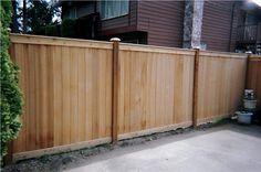 Bilderesultat for fence cedar Horizontal Fence, Front Yard Fence, Privacy Fences, Cedar Fence, Fence Design, Outdoor Furniture, Outdoor Decor, Fendi, Modern Design