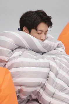 Image uploaded by PReyess. Find images and videos about kpop, bts and jungkook on We Heart It - the app to get lost in what you love. Bts Jungkook, Taehyung, Namjoon, Jungkook Sleep, Jungkook Lindo, Seokjin, Bts Lockscreen, Jung Kook, Busan