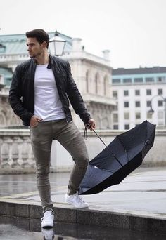 - with a casual spring outfit idea with a white t-shirt black umbrella white sneakers gray moto denim black leather racer jacket Casual Styles, Men Casual, Men Looks, Mode Man, Style Masculin, Neue Outfits, Herren Outfit, Stylish Mens Outfits, Denim Jacket Men