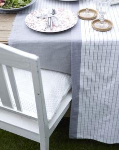 Cover your table in complementary fabrics
