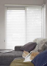 Schaduwmaker - Zacht als zijde en praktisch als een jaloezie. De voile laag van Luxaflex® Silhouette Shades filtert het licht op een superzachte manier. Hunter Douglas, Blinds, Silhouette, Shades Blinds, Blind, Draping, Exterior Shutters, Shutters, Window Blinds & Shades