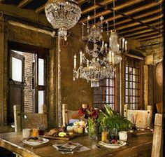 Thanks to Architectural Digest we get to take a look through the loft of the handsome Gerard Butler. It is situated in the Chelsea distri.