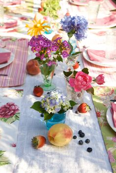 Garden to Table by yourcozyhome: You can make a unique tabletop setting using flowers straight from your garden or supermarket. March the flowers down the table using a funky assortment of mismatched glassware and display single or multiple s of stems in each glass.