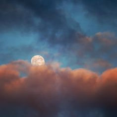#fullmoon between #sunset #clouds. Sometimes even the view from one's appartement's windows offers great colourful images #cloudporn #exceptional_pictures #ig_great_pics #hanover #hannover #suedstadt #moon #moonrise #colourful #skyscape #photography #photooftheday #germany #spring #cloud #cloudysky #sonnenuntergang http://tipsrazzi.com/ipost/1510862401636019017/?code=BT3qVlyAitJ