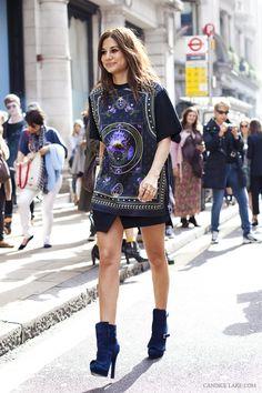 지방시 티셔츠..아쉽게도 홍대에 널렸다.. //Christine Centenera, in her Alexander McQueen boots and Givenchy shirt