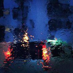 本日もお疲れ様でしたー . 今日から連休帰省の方も多いのでは . 今日はあいにくのですが充実した夏休みをお過ごしください . #夏休み #雨 #テールランプ #ソールフォト #横浜 #神奈川 #トワイライト #rain #summerholidays #tailramp #yokohama #kanagawa #japan #twilight