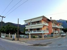 Porto Thassos Skala Potamias Offering free Wi-Fi and free on-site parking, Porto Thassos features self-catered accommodation with mountain views. The beach of Skala Potamias is just 80 metres from the property.