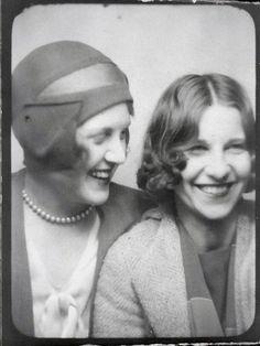 Photo Booth c1928 hat hairstyle bob found photo 20s cloche women ladies vintage