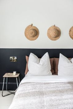 Luxury Rooms: Inspirations & Awesome Photos - Home Fashion Trend Half Painted Walls, Half Walls, Home Bedroom, Bedroom Wall, Bedroom Decor, Teen Bedroom, Master Bedrooms, Bedroom Ideas, Casa Gaudi