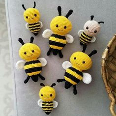 Crochet Bee, Crochet Toys, Free Crochet, Yarn Projects, Crochet Projects, Amigurumi Patterns, Crochet Patterns, Zipper Tutorial, Newborn Toys