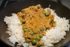 Zöldséges vegán korma  Tökéletes indiai ízek, rengeteg fűszer mandulás alappal és kókusztejjel. Zöldségekkel, vegán és vegetáriánus korma, de húsevők is szeretni fogják! Vegan Vegetarian, Vegetarian Recipes, Paleo, Wok, Food And Drink, Rice, Lunch, Baking, Diet