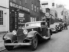 Bugatti Royale on the streets of NYC. Vintage Cars, Antique Cars, Vintage Auto, Bugatti Royale, Coach Builders, Bugatti Cars, Maybach, Automotive Design, Amazing Cars