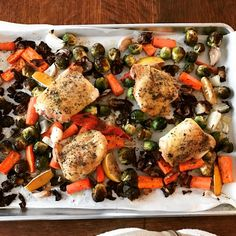 Sheet-pan dinners are perfect for a low carb or ketogenic lifestyle, as well as a great way to easily get your vegetables in! Ketogenic Recipes, Vegetarian Recipes, Sheet Pan Suppers, Winter Dishes, No Sugar Diet, Good Pizza, Healthy Recipes For Weight Loss, Low Carb Desserts, Base Foods
