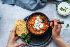 Indisk dahl har den lækreste krydrede smag, men hvis du spørger mig mangler der lidt at tygge på. Derfor har jeg tilsat kylling, og resultatet var så godt I Love Food, A Food, Good Food, Food And Drink, Yummy Food, Indian Food Recipes, Healthy Recipes, Ethnic Recipes, Aloo Gobi
