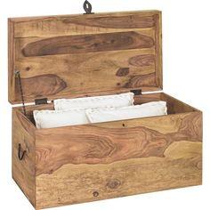 """Mit der Truhe """"Inka"""" der Marke LANDSCAPE haben Sie ein außergewöhnlich schönes Wohnaccessoire in Ihren Räumen. Aus massivem Sheeshamholz gefertigt, nimmt es Schlafdecken und Erinnerungsstücke im Inneren auf. Hier haben Sie viel Platz für persönliche Dinge, die nicht täglich in Gebrauch sind. Diese schöne Holztruhe begleitet Sie Ihr ganzes Leben!"""