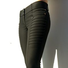 Technical Trousers Geni-AL Black - Megan Bush - - Pantalon Technique Geni-AL Noir Geni-AL trousers black - Punk Outfits, Cool Outfits, Casual Outfits, Fashion Outfits, Beautiful Outfits, Mode City, Black Wardrobe, Black Leather Pants, Equestrian Style