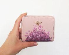 by omayata on Etsy Painted Bags, Hand Painted, Sac Hermes Kelly, Custom Coins, Leather Bag Pattern, Art Bag, Handmade Purses, Purple Bags, Custom Bags