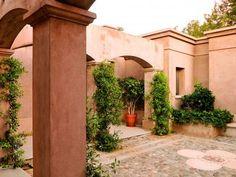 c17_foto2 Spanish Garden, Casa Patio, Mexico House, Southwestern Home, Adobe House, Hacienda Style, Pink Houses, Mediterranean Homes, Living Styles