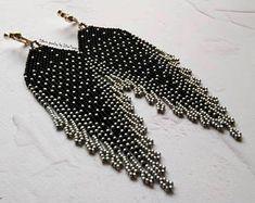 Black and siver earrings, tassel beaded earrings, silver beaded earrings, delicate beaded earrings, black beaded earrings, seed bead earring