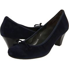 Blue suede pumps from Paul Green. Excellent combination of cute and comfortable.