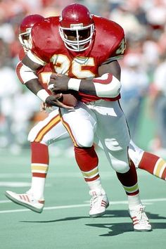 Christian Okoye aka The Nigerian Nightmare - Kansas City Chiefs American Football League, Kansas City Chiefs Football, Nfl Chiefs, Chiefs Logo, Nfl Football Players, Nfl Football Teams, National Football League, School Football, Football Stuff