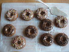 Recept na Nadýchané domácí donuty bez smažení z kategorie snadno a rychle, pro začátečníky, vegetariánské:  2 lžičky sušeného droždí, 2 lžíce vlaž...