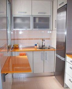 Cocina de 120cm de ancho x 180cm de largo, con mesa abatible