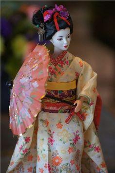 I so want this doll! - 2006 Japanese Geisha Maiko Barbie