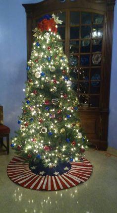 Patriotic Christmas Tree - LOVE the tree skirt Pretty Christmas Trees, Christmas Tree Themes, Blue Christmas, Holiday Tree, Holiday Crafts, Christmas Ideas, Christmas Ornaments, Christmas 2016, Holiday Decor