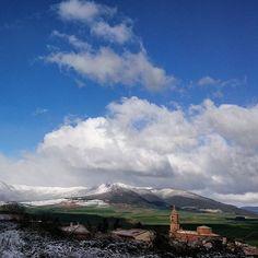 Paisajes de #Navarra... Sorlada y la sierra de Codés al fondo. (By @trosky060372 - #Instagram)
