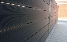 La madera sintética tiene multitud de utilidades, una que da un resultado increíble es utilizarla para cerramientos o vallados. Además de estético es muy útil ya que no exige mantenimiento. Pregúntanos, en León somos expertos en su instalación. www.edanpergolas.com