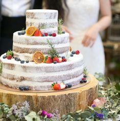 おしゃれ♡《ネイキッドケーキ》のデザインパターン6選* | marry[マリー] Bolo Nacked, Summer Wedding, Dream Wedding, Wedding Dreams, Macaroon Cake, Cake Sizes, Carnival Wedding, Wedding Cake Rustic, Wedding Cakes With Flowers