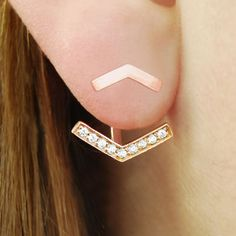 Versatile, on trend and the epitome of cool, these sterling silver 18k rose gold plated arrow ear jacket earrings can be worn two ways! #Embersjewellery #Jewellery #Ear #Jackets #Women
