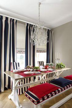 Полосатые шторы зрительно делают потолок выше.