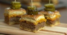 Making burgers for a large group of people has just been reinvented by Merry About Town and let me tell you, it's unbelievably delicious! Making 12 bacon cheeseburgers with one dish will leave you with zero cleanup time as well! These Sheet Pan Bacon Cheeseburgers will blow your