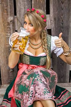 Pretty young german oktoberfest blonde woman in a dirndl dress – Foto Hot Girls, Hot Blonde Girls, Blonde Women, German Oktoberfest, Oktoberfest Party, German Women, German Girls, Beer Maid, Estilo Cowgirl