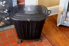 ANTIQUE-VICTORIAN-TOLE-FIREPLACE-COAL-SCUTTLE-HOD-LOG-MAGAZINE-BIN