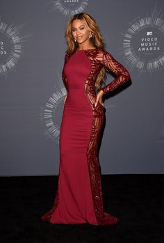Beyonce Knowles Photos Photos - Singer Beyonce poses in the press room during the 2014 MTV Video Music Awards at The Forum on August 24, 2014 in Inglewood, California. - MTV Video Music Awards Press Room