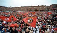 Place du Capitole : la joie des supporters du Stade Toulousain