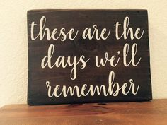 These are the days we'll remember x wood by WildflowerLoft (Woodworking Quotes) Woodworking Business Ideas, Woodworking Quotes, Woodworking Box, Woodworking School, Woodworking Equipment, Woodworking Patterns, Woodworking Projects, Signs For Mom, Cute Signs