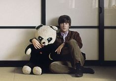 The Beatles. - John Lennon y su panda. Yoko Ono, Beatles Love, John Lennon Beatles, Beatles Bible, Madison Square Garden, Woody Allen, The Clash, Ringo Starr, George Harrison