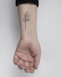Stick and Poke Tattoo : Photo