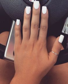White Matte Nails White is the new 'it' matte color that is not really a color at all. Matte white nails are popping up all over, and they're awesomely edgy. Spring Nail Colors, Spring Nails, Fall Nails, Gorgeous Nails, Pretty Nails, Amazing Nails, Hair And Nails, My Nails, Teen Nails