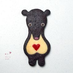 these cookies are too cute to eat. Henteco means unique, weird in a cute way, in Japanese. What a cute name for a bakery, Cocoa Cookies, Xmas Cookies, Cute Cookies, Japanese Cookies, Wedding Cake Cookies, Honey Badger, Homemade Biscuits, Cookie Time, Love Eat